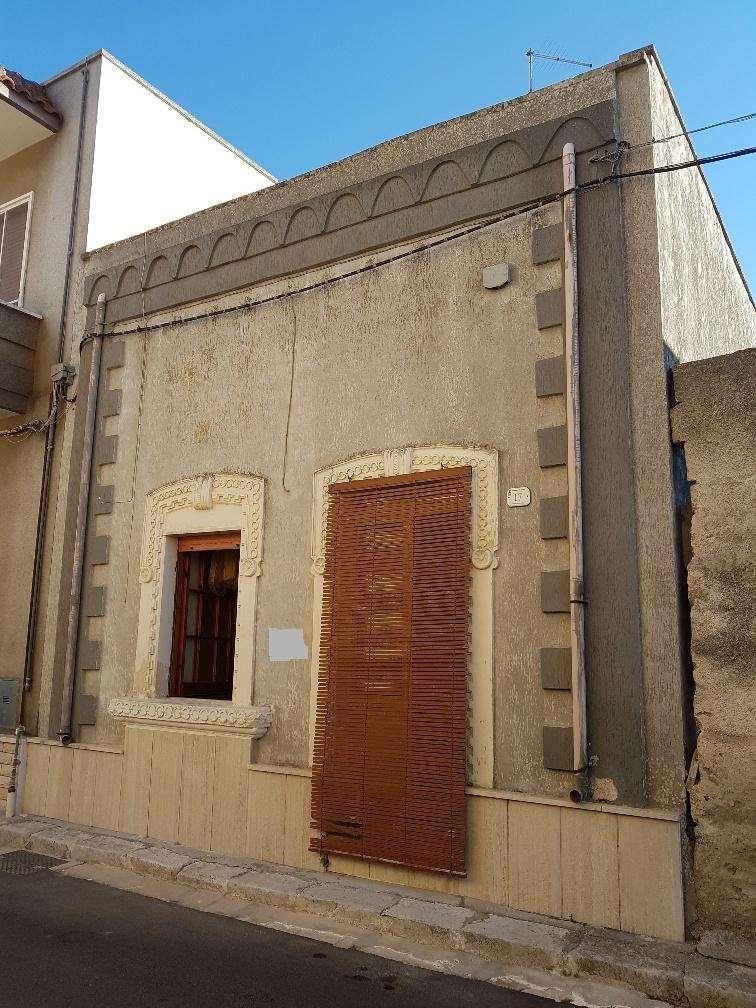 Soluzione Indipendente in vendita a Guagnano, 2 locali, zona Zona: Villa Baldassarri, prezzo € 35.000 | CambioCasa.it