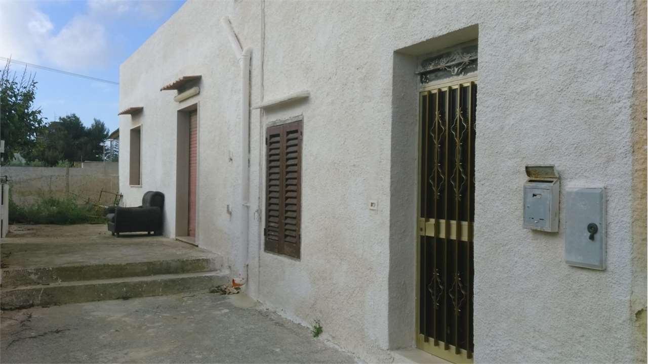 Soluzione Indipendente in vendita a Marsala, 6 locali, zona Località: Periferia lato Salemi, prezzo € 69.000 | Cambio Casa.it
