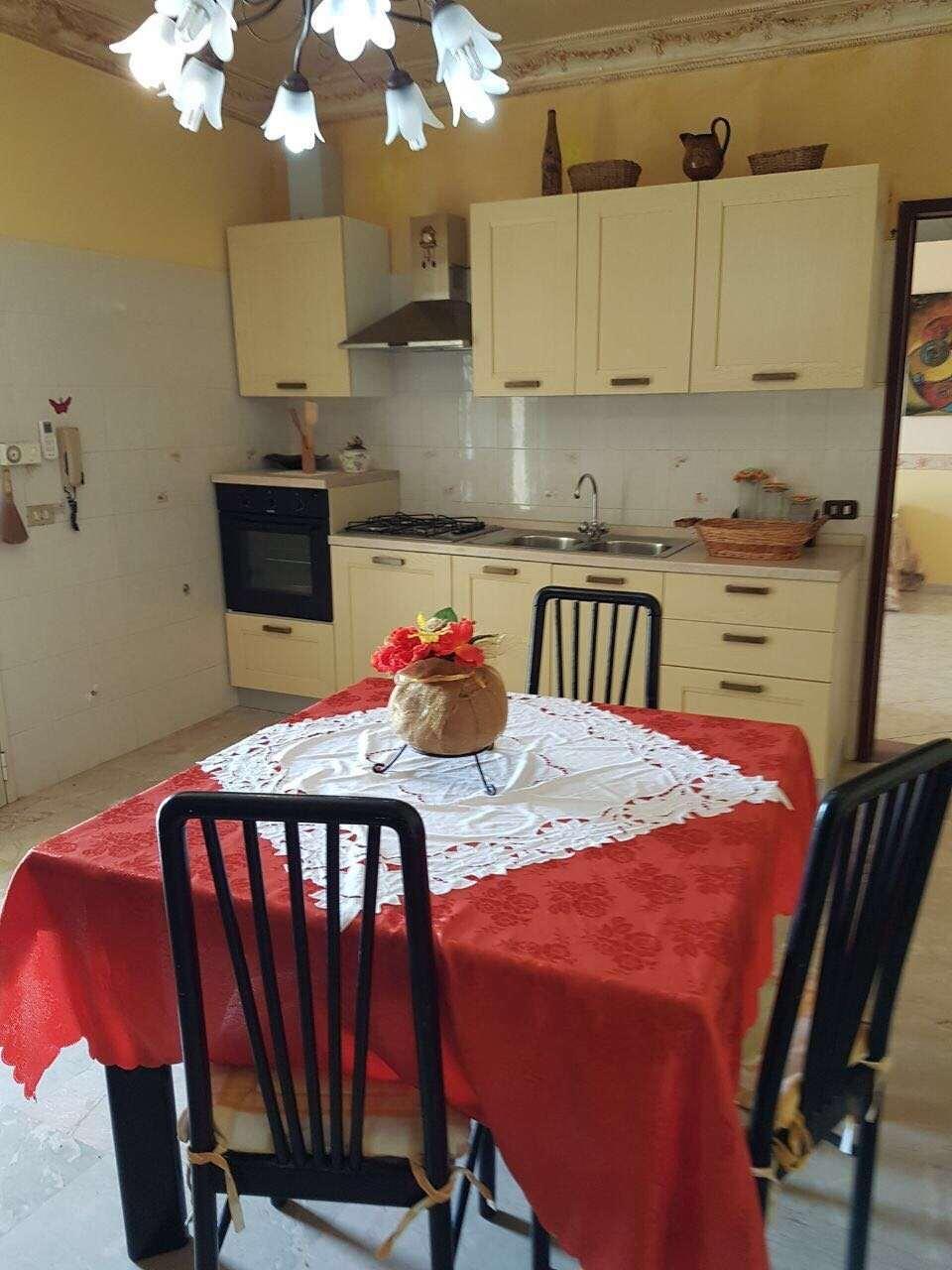 Immobile Turistico in affitto a Petrosino, 5 locali, Trattative riservate | CambioCasa.it