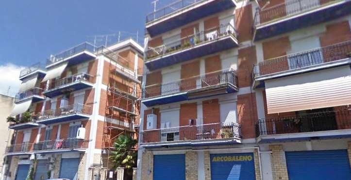 Appartamento in vendita a Lanuvio, 4 locali, zona Località: via Gramsci, prezzo € 165.000   Cambio Casa.it