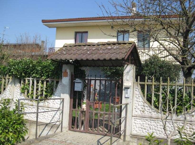 Villa in Vendita a Villanova Monferrato