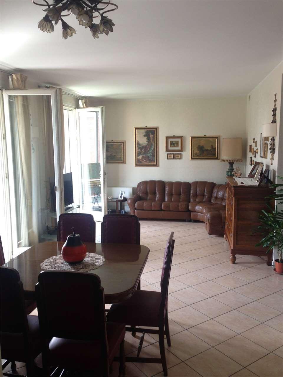 Appartamento in vendita a Mantova, 4 locali, zona Zona: Borgo Chiesanuova, prezzo € 250.000 | CambioCasa.it