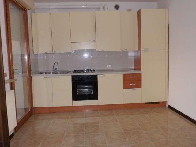 Appartamento in affitto a Vittorio Veneto, 5 locali, zona Zona: San Giacomo di Veglia, prezzo € 480 | Cambio Casa.it