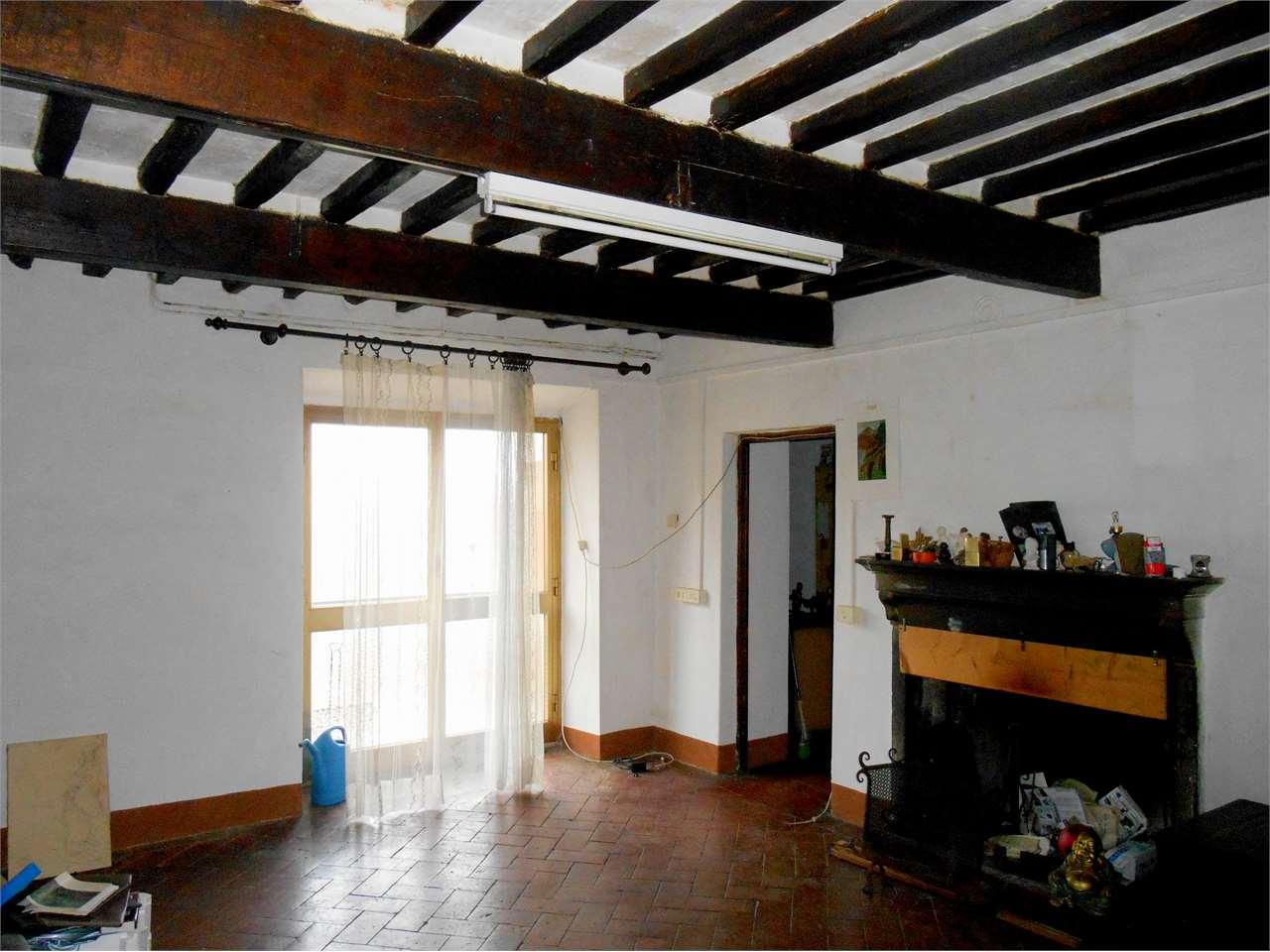 Appartamento in vendita a Bagni di Lucca, 10 locali, prezzo € 78.000 | Cambio Casa.it