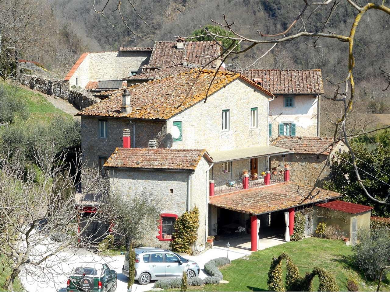 Rustico / Casale in vendita a Bagni di Lucca, 20 locali, prezzo € 480.000 | CambioCasa.it