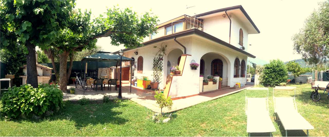Villa in vendita a Camaiore, 9 locali, zona Zona: Capezzano Pianore, prezzo € 600.000   Cambio Casa.it