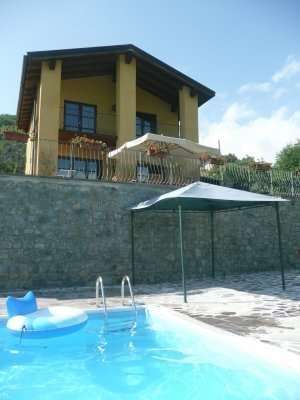 Villa in vendita a Bagni di Lucca, 7 locali, prezzo € 349.000 | CambioCasa.it