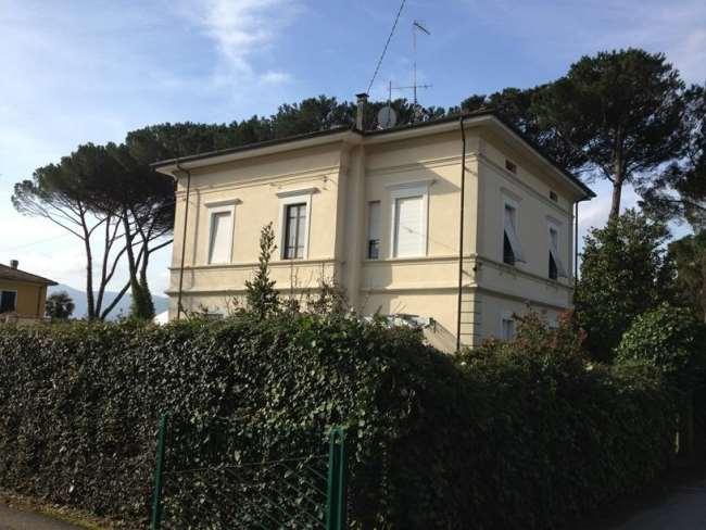 Villa in vendita a Barga, 10 locali, zona Località: Barga, prezzo € 930.000 | Cambio Casa.it
