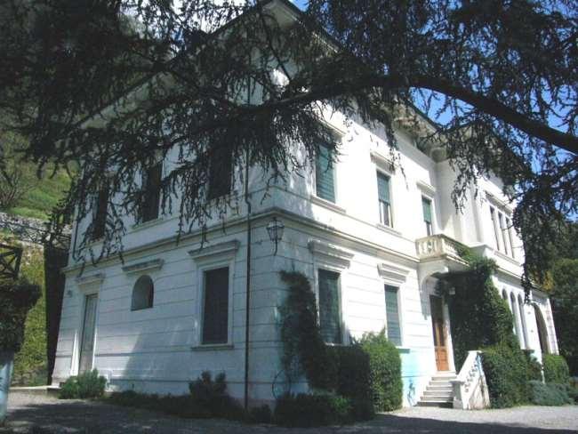 Villa in vendita a Bagni di Lucca, 36 locali, prezzo € 750.000 | CambioCasa.it