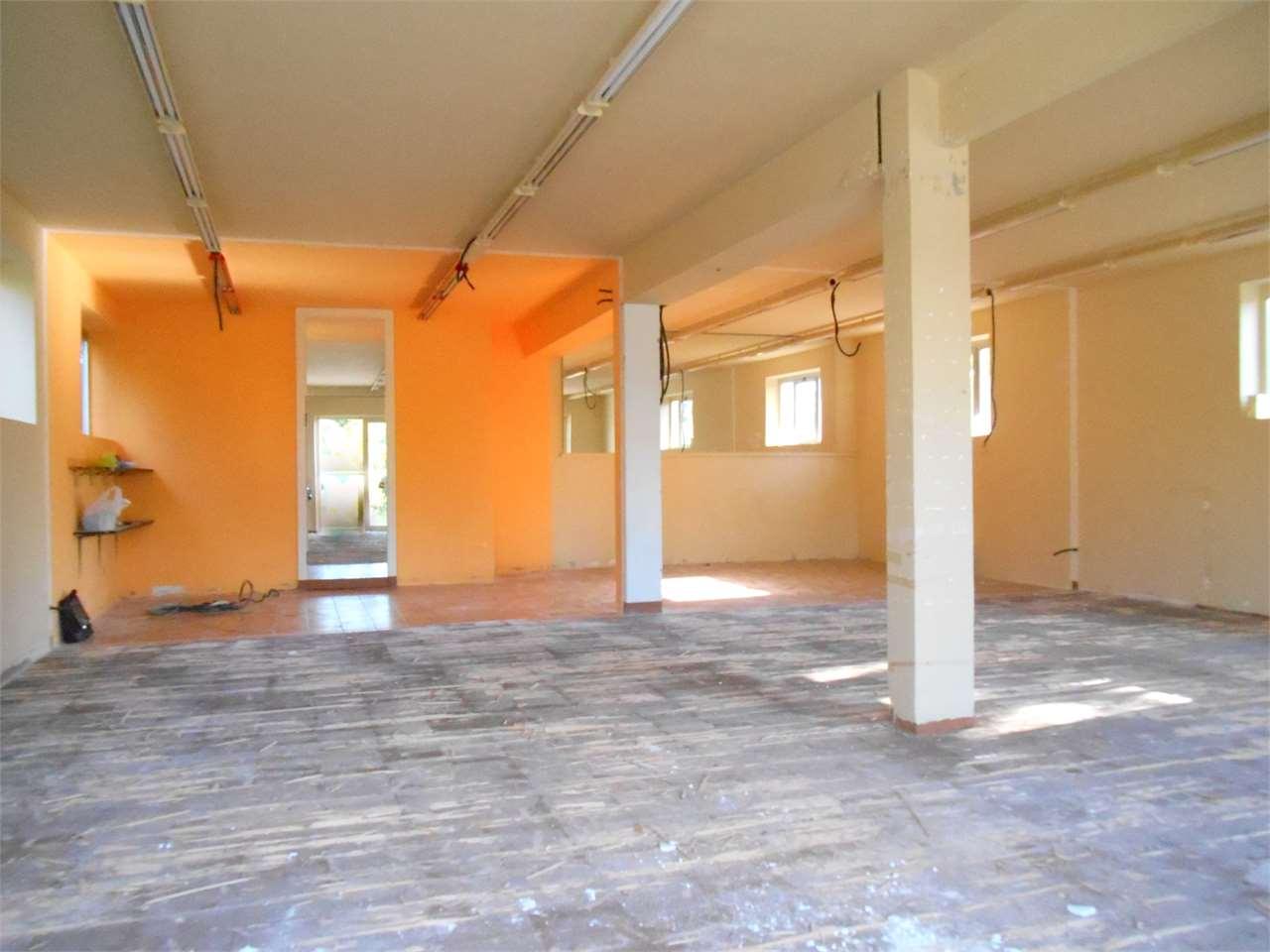 Negozio / Locale in vendita a Capannori, 2 locali, zona Località: Guamo, Trattative riservate | Cambio Casa.it