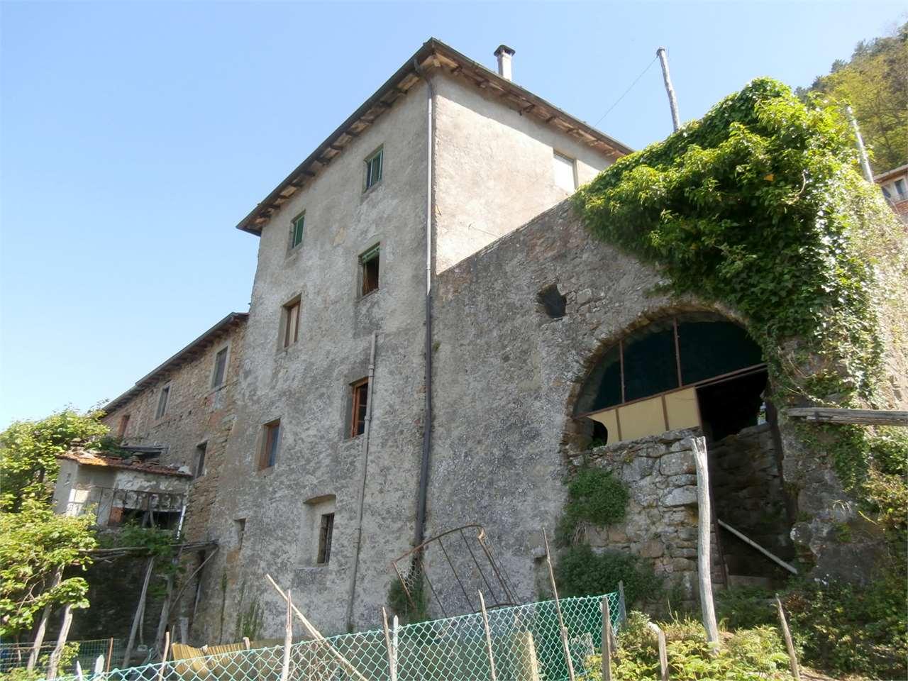 Appartamento in vendita a Bagni di Lucca, 11 locali, prezzo € 100.000 | Cambio Casa.it