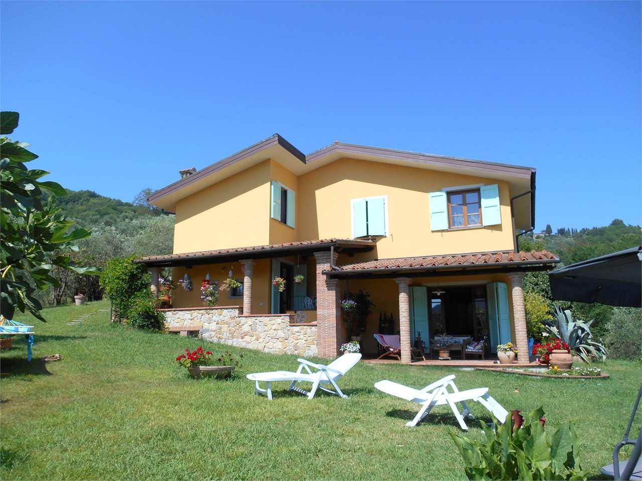 Villa in vendita a Lucca, 8 locali, Trattative riservate | Cambio Casa.it