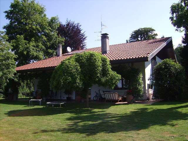 Villa in Vendita a Capiago Intimiano