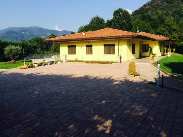 Villa in vendita a Ronago, 11 locali, Trattative riservate | Cambio Casa.it