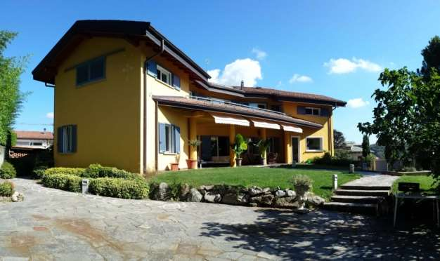 Villa in vendita a Capiago Intimiano, 9999 locali, Trattative riservate | CambioCasa.it