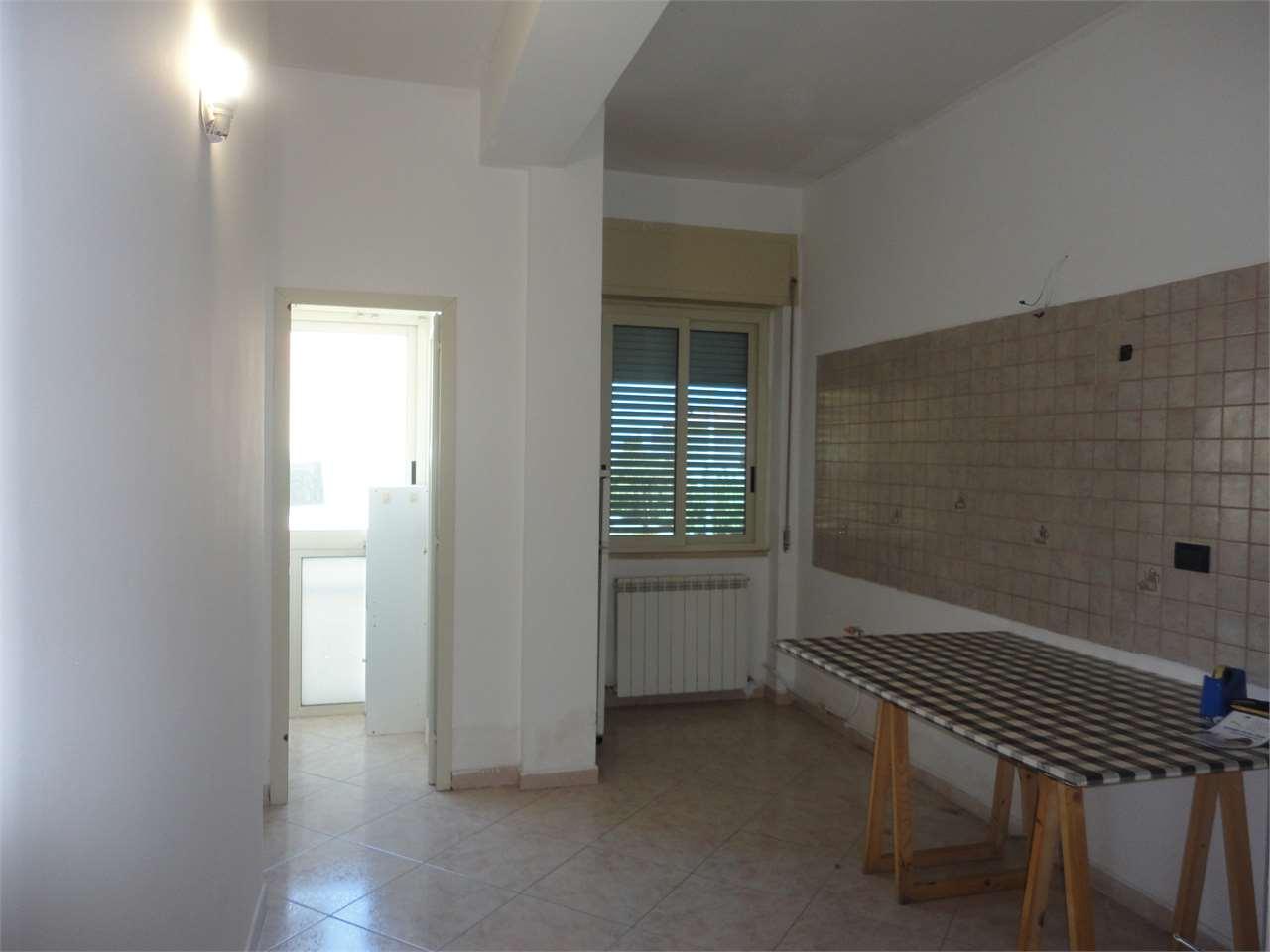 Appartamento in vendita a Cosenza, 3 locali, prezzo € 63.000 | Cambio Casa.it