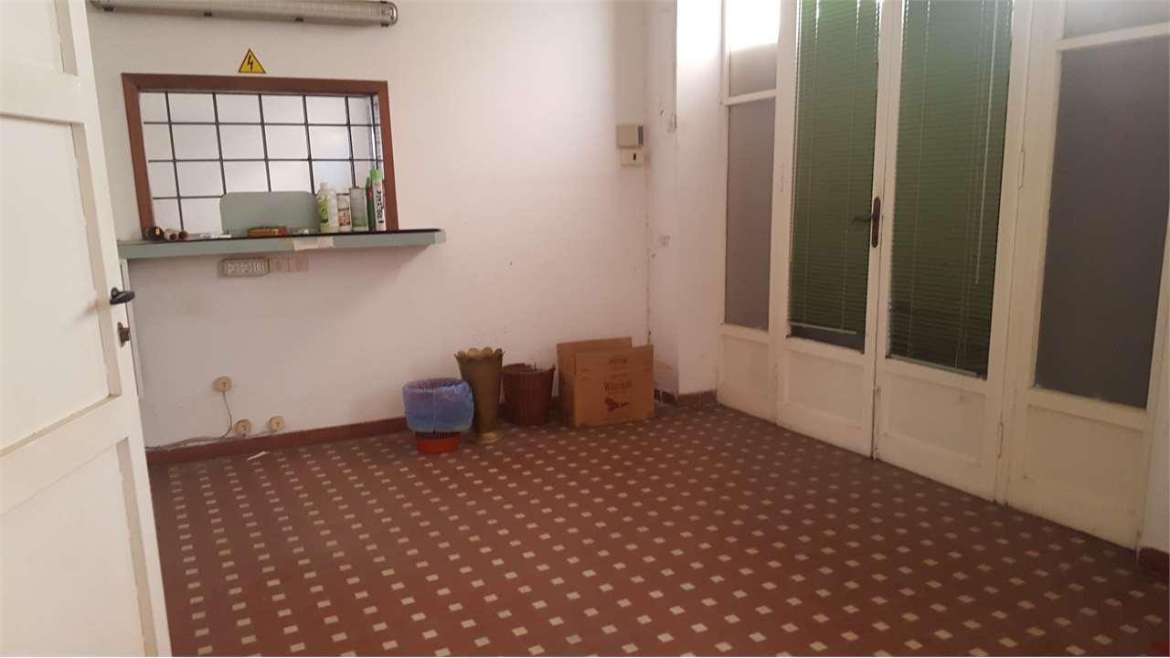 Negozio / Locale in vendita a Sarzana, 5 locali, prezzo € 260.000 | CambioCasa.it