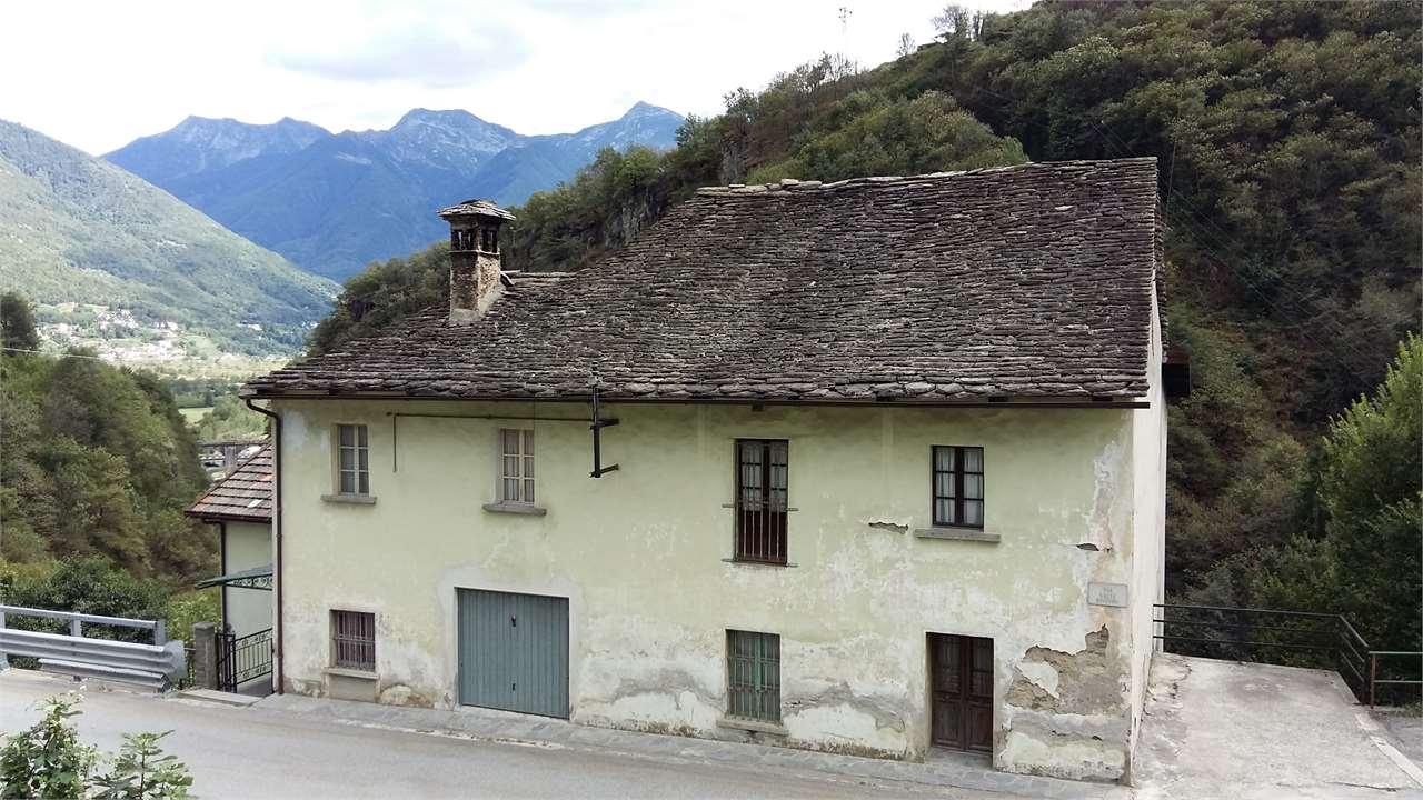 Soluzione Indipendente in vendita a Crevoladossola, 10 locali, prezzo € 140.000   Cambio Casa.it