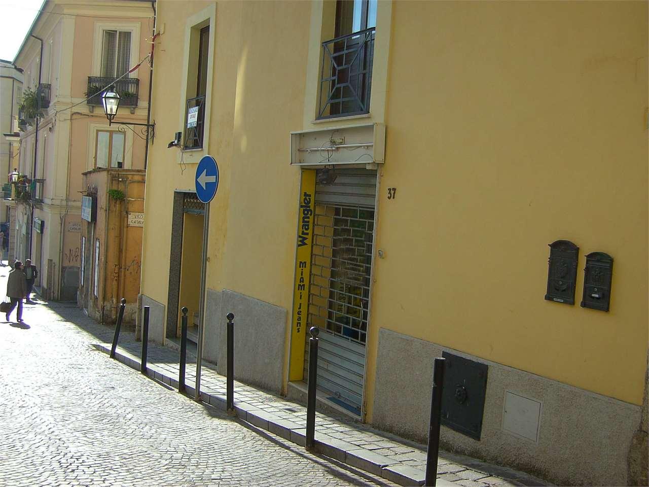 Negozio / Locale in vendita a Catanzaro, 1 locali, zona Zona: Centro storico , prezzo € 65.000 | Cambio Casa.it