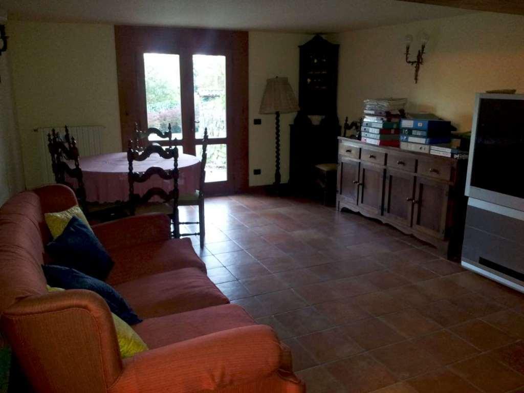 Villa in vendita a Serravalle Pistoiese, 8 locali, zona Zona: Castellina, prezzo € 500.000 | Cambio Casa.it