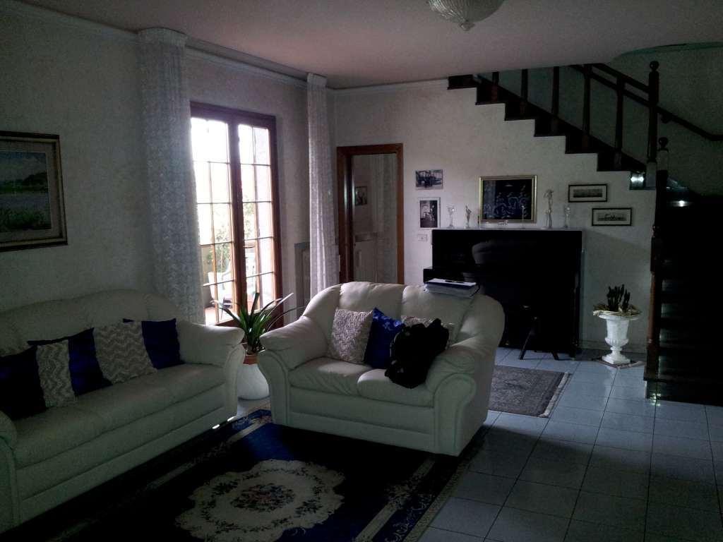 Appartamento in vendita a Monsummano Terme, 6 locali, prezzo € 230.000 | Cambio Casa.it