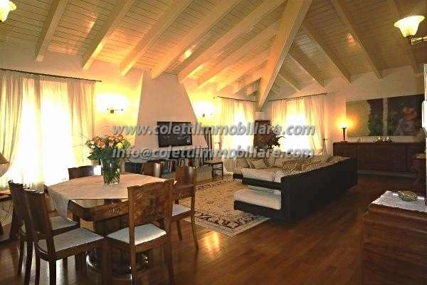 Appartamento in vendita a Pistoia, 4 locali, prezzo € 600.000 | Cambio Casa.it