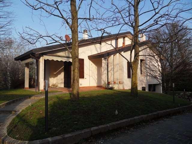 Villa in vendita a Barzago, 6 locali, Trattative riservate | CambioCasa.it