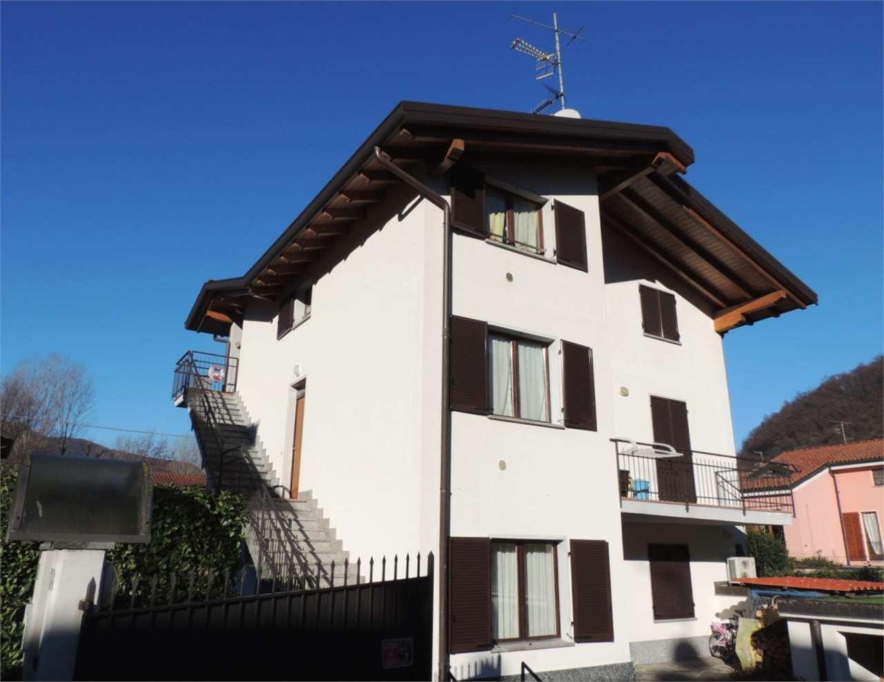 Villa in vendita a Lavena Ponte Tresa, 9999 locali, prezzo € 250.000 | Cambio Casa.it