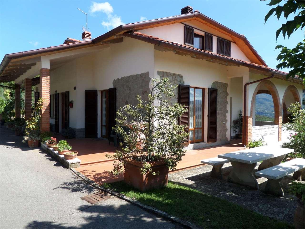 Villa in vendita a Capolona, 8 locali, prezzo € 550.000 | CambioCasa.it