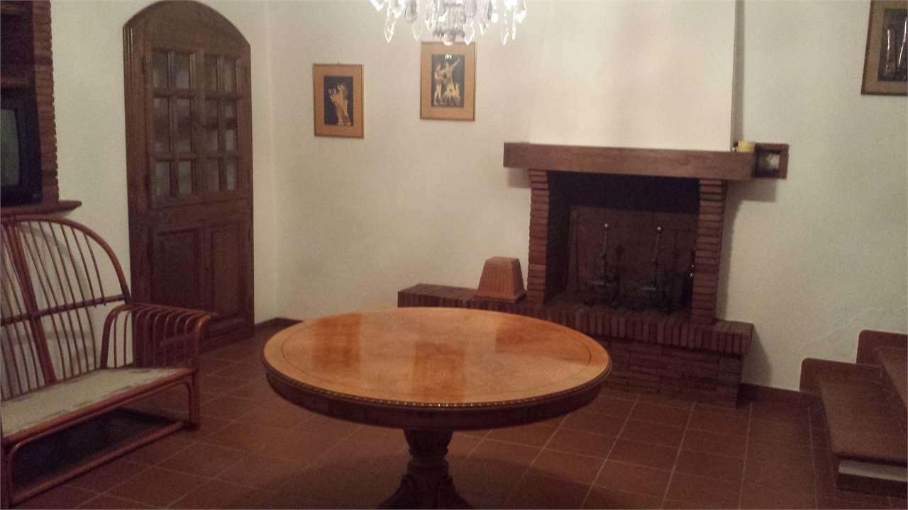 Appartamento in vendita a Ortignano Raggiolo, 4 locali, prezzo € 100.000 | Cambio Casa.it