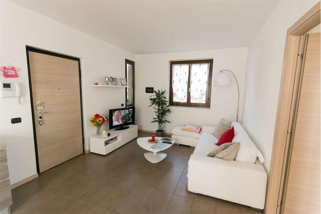 Appartamento in affitto a Guanzate, 3 locali, prezzo € 700 | CambioCasa.it