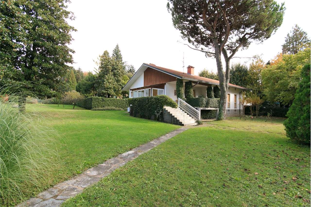 Villa in vendita a Venegono Superiore, 5 locali, prezzo € 620.000 | Cambio Casa.it