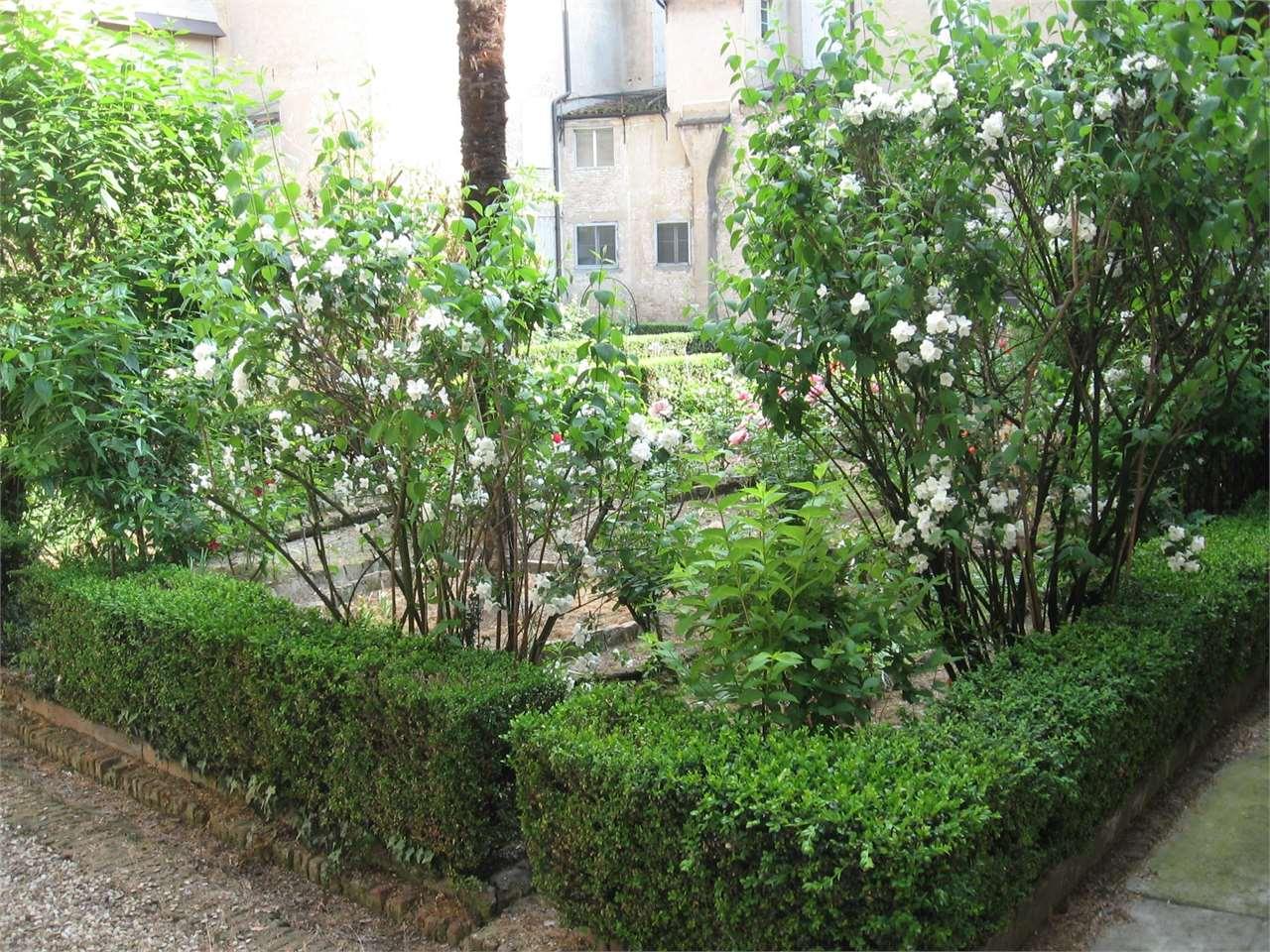 Palazzo stabile modena vendita zona centro storico 12500 for Planimetrie del paese con portici