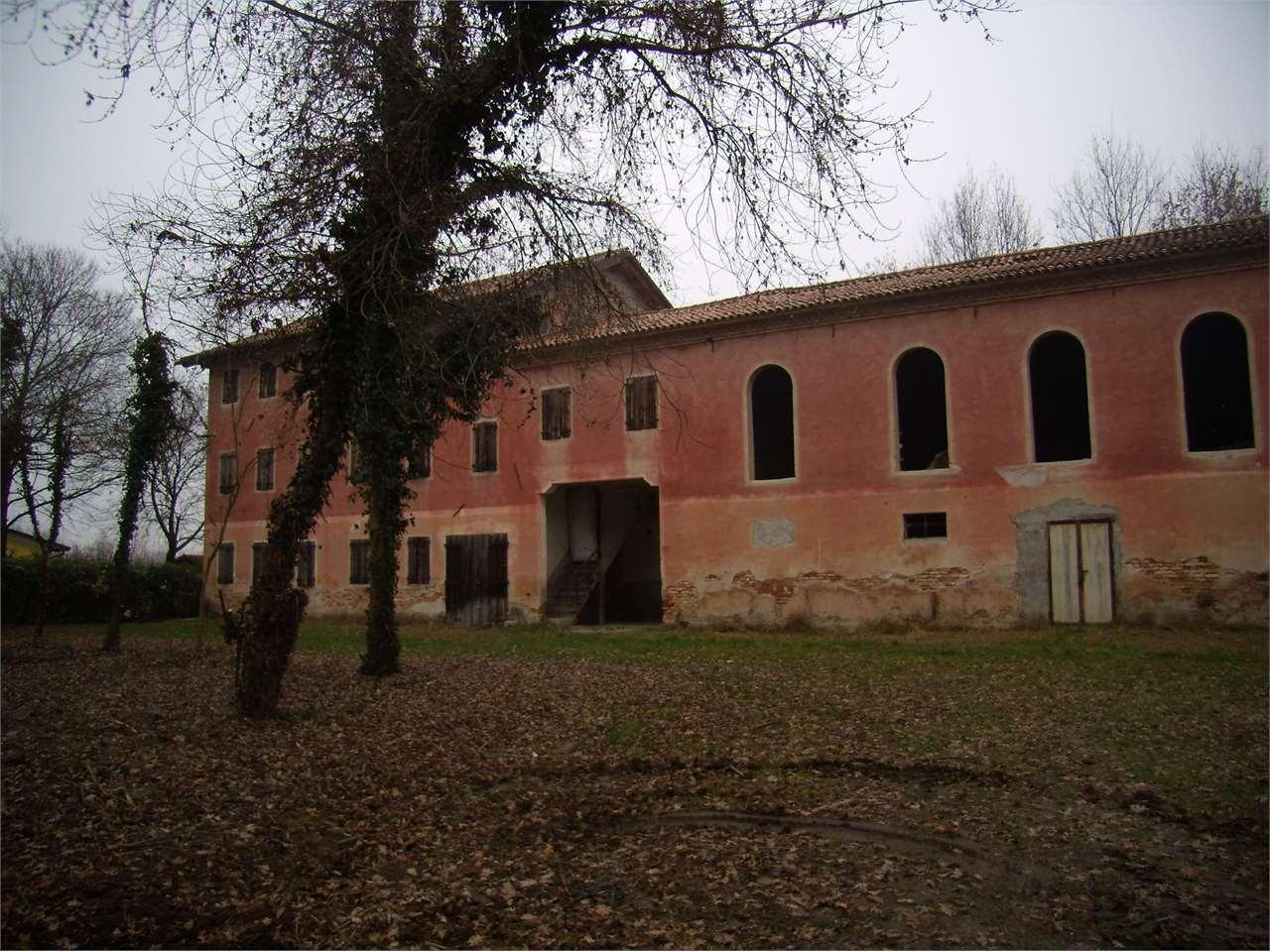 Rustico / Casale in vendita a Salgareda, 13 locali, prezzo € 300.000 | CambioCasa.it