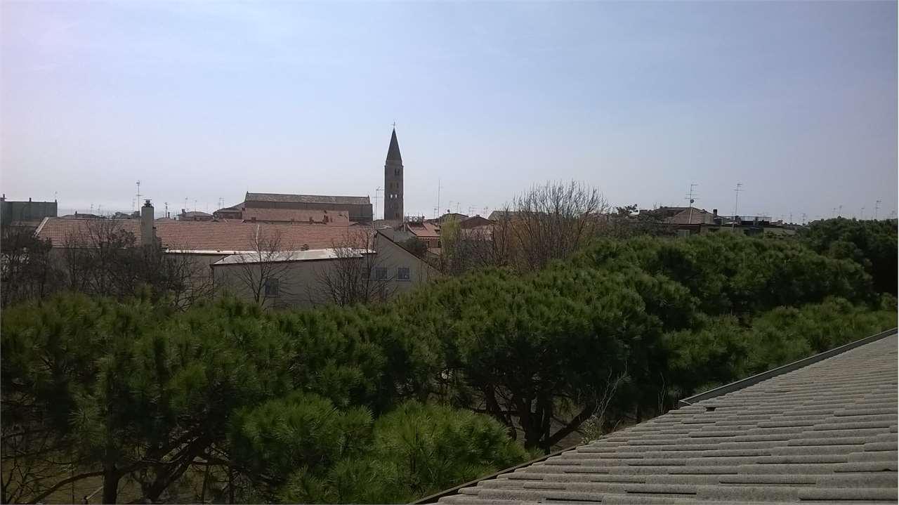 Palazzo / Stabile in vendita a Caorle, 18 locali, Trattative riservate | Cambio Casa.it