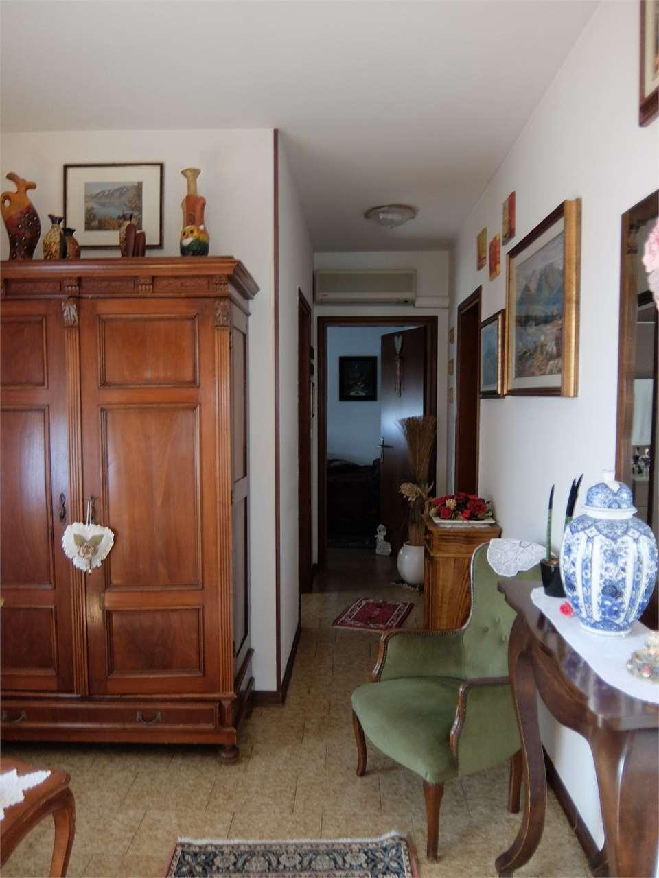 Villa in vendita a Eraclea, 7 locali, prezzo € 280.000 | Cambio Casa.it