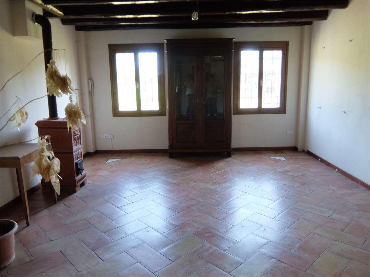 Rustico / Casale in vendita a Treviso, 30 locali, Trattative riservate | CambioCasa.it