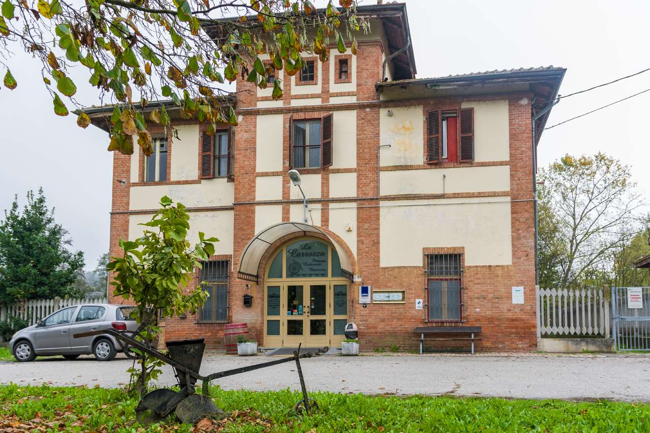 Attività / Licenza in vendita a Asti, 4 locali, zona avalle, prezzo € 74.000 | PortaleAgenzieImmobiliari.it