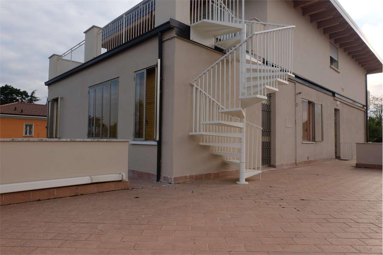 Appartamento in affitto a Desenzano del Garda, 2 locali, zona Zona: centri: Desenzano del Garda, prezzo € 650   CambioCasa.it