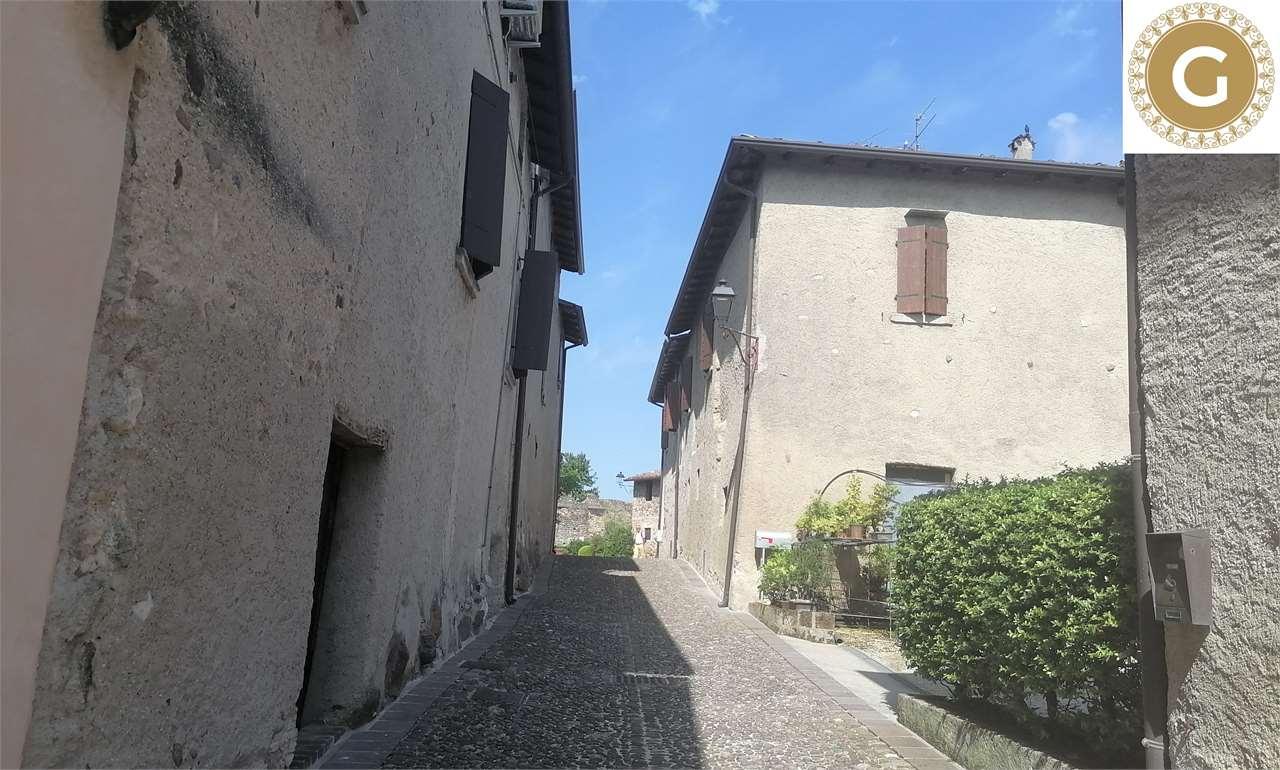 Rustico / Casale in vendita a Monzambano, 10 locali, zona Zona: Castellaro, prezzo € 399.000 | CambioCasa.it