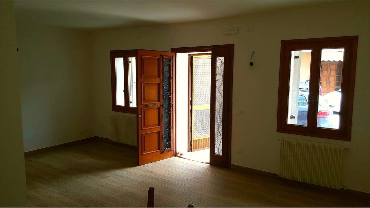 Soluzione Indipendente in vendita a Sarmede, 6 locali, zona Località: Centro, prezzo € 155.000 | CambioCasa.it