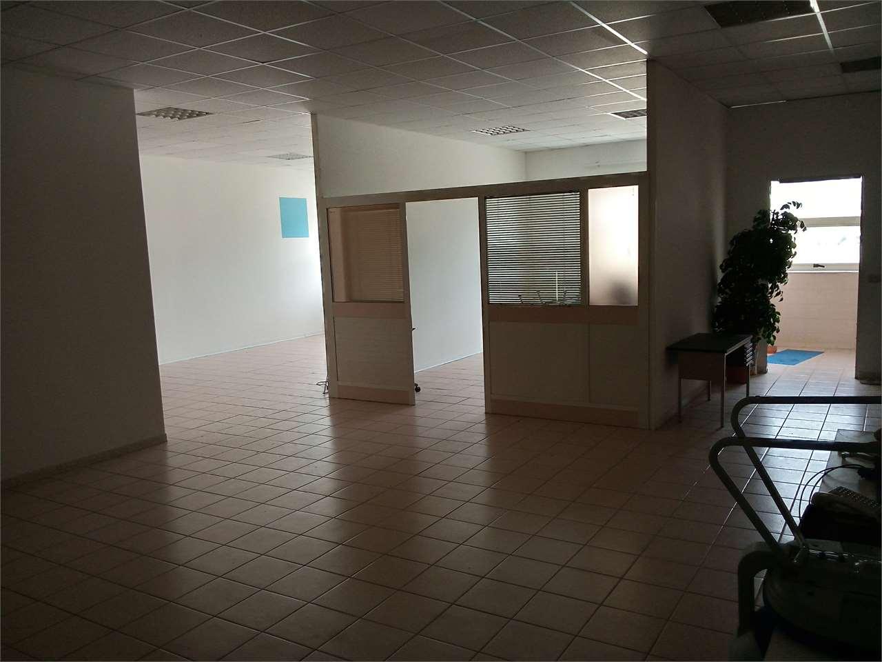 Ufficio / Studio in affitto a Sulmona, 9999 locali, prezzo € 3.500 | CambioCasa.it