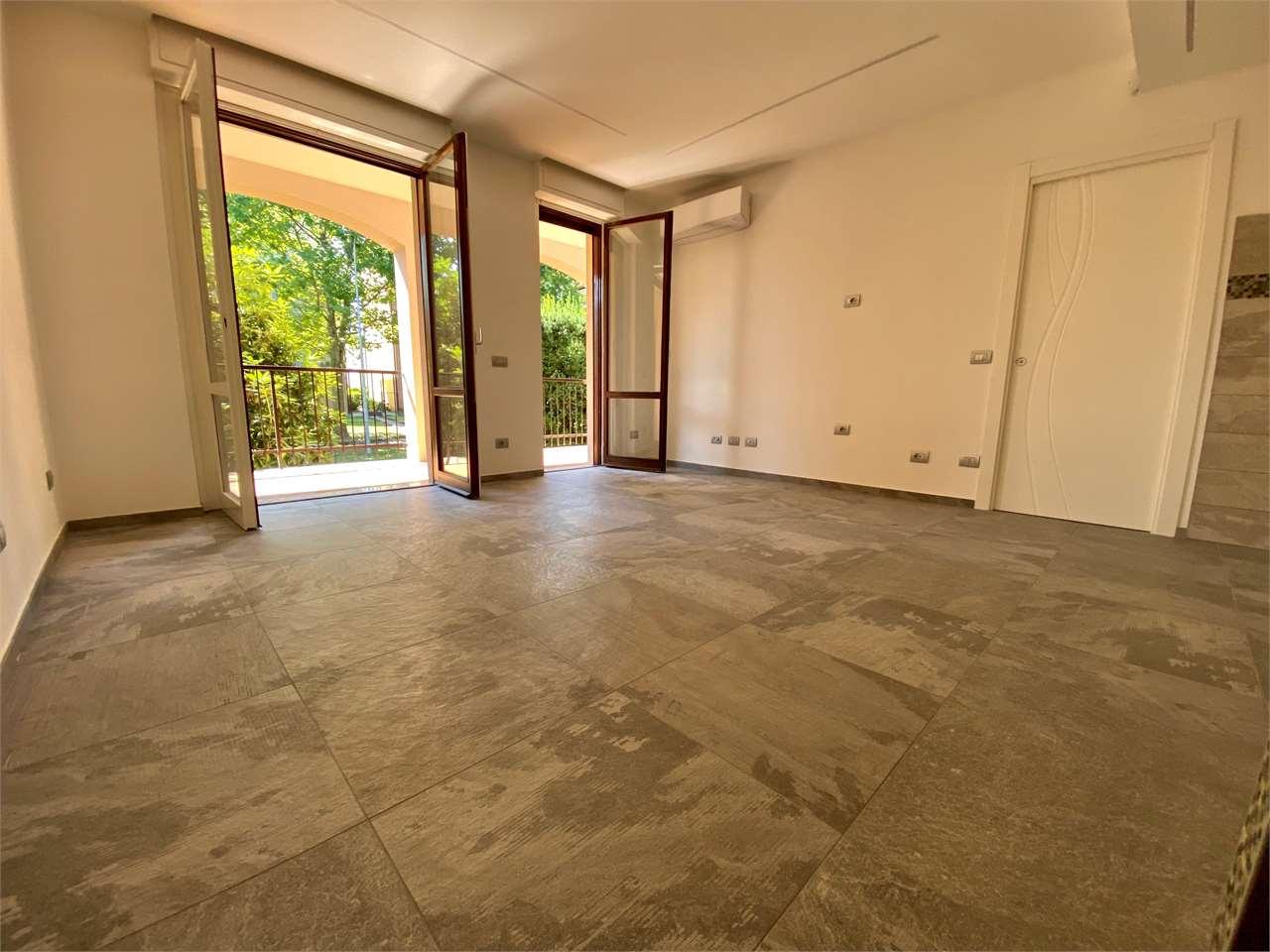 Vendita Bilocale Appartamento Arona 165221