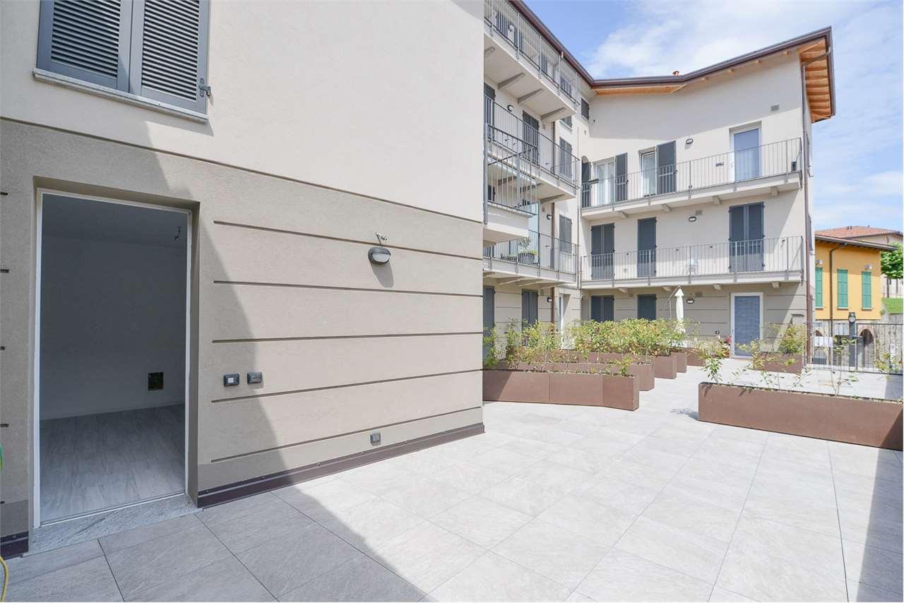 Vendita Quadrilocale Appartamento Albese con Cassano 42930