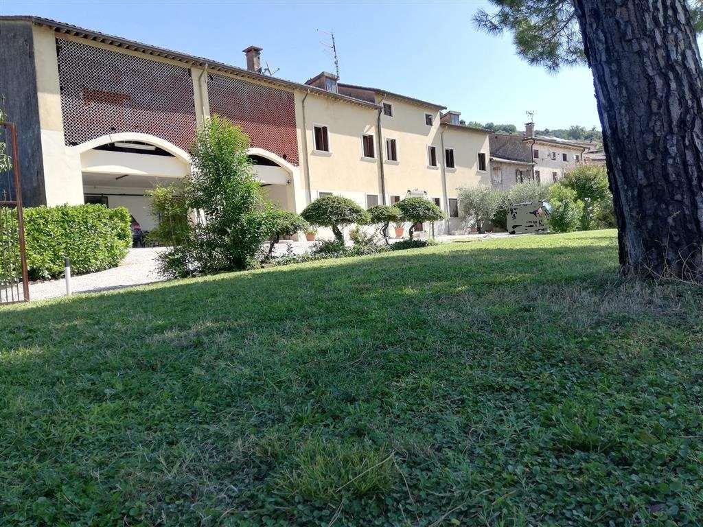 Appartamento in vendita a Roncà, 8 locali, zona Zona: Terrossa, Trattative riservate | CambioCasa.it