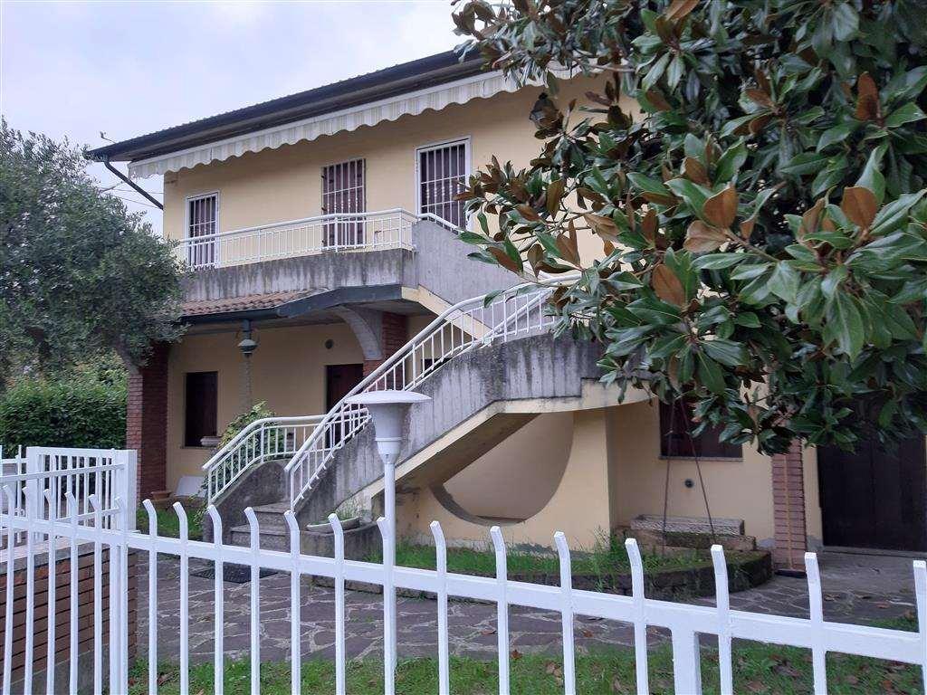 Villa in vendita a Zimella, 10 locali, prezzo € 205.000 | CambioCasa.it