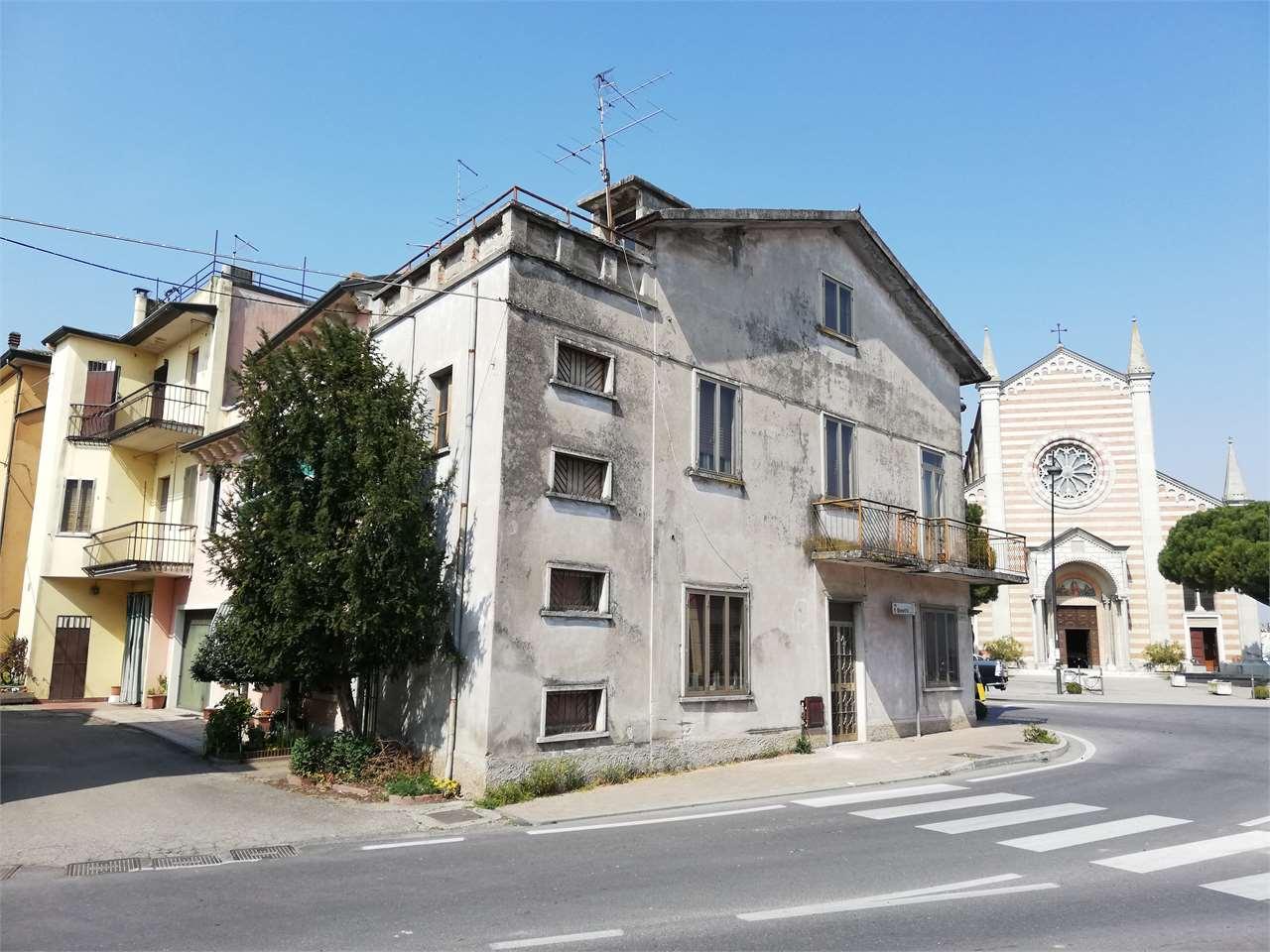 Appartamento in vendita a Ronco all'Adige, 5 locali, zona Zona: Albaro, prezzo € 60.000 | CambioCasa.it