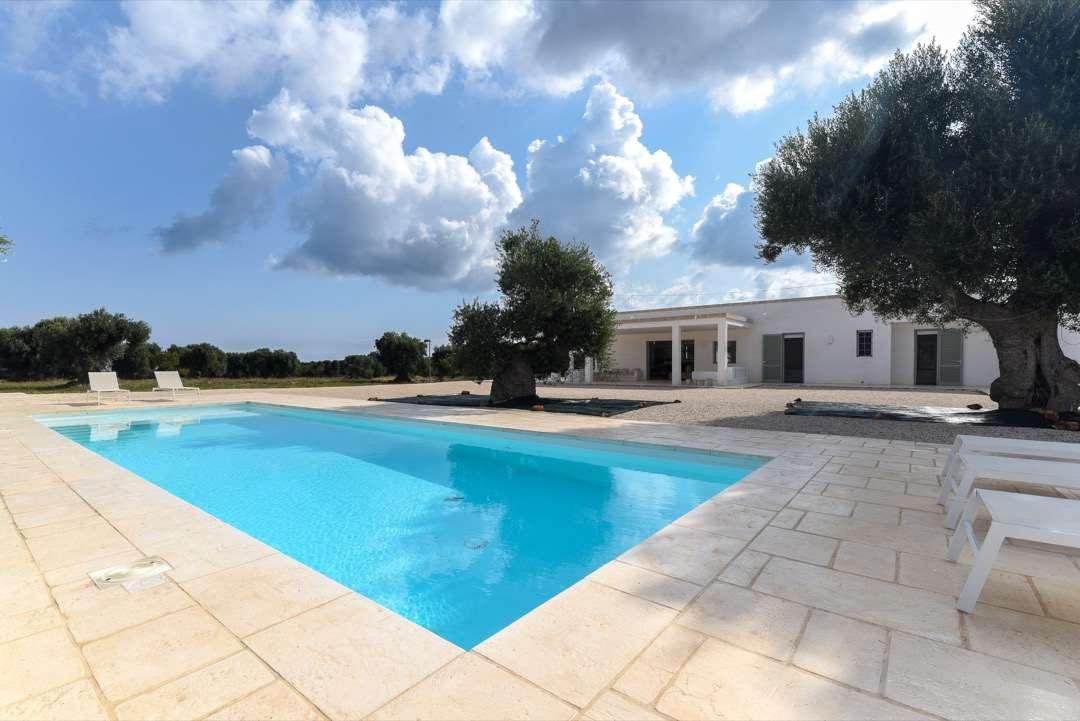 Villa Caposenno with swimming pool