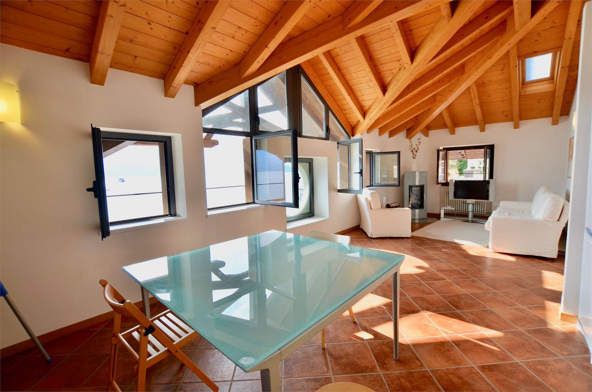 Moderno attico in centro a Menaggio Gallery