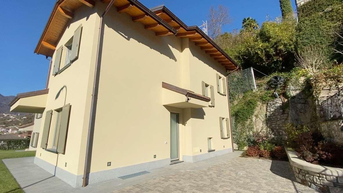 Signorile Villa con Giardino e Garage Gallery